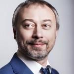 Ракша Денис Григорьевич — партнёр компании О2 Консалтинг, автор и ведущий программы «Экономика по-русски» на радиостанции «Русская служба новостей»